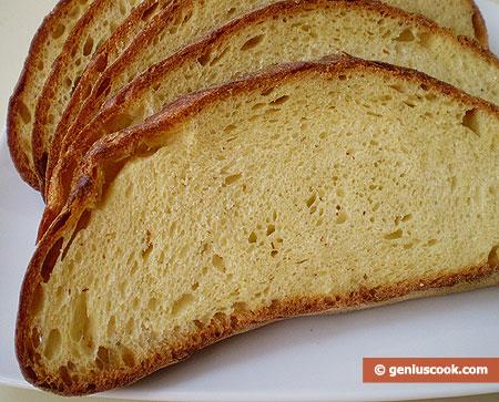 Pane fatto in casa, affettato