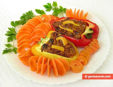 Piatto di peperoni ripieni al tonno