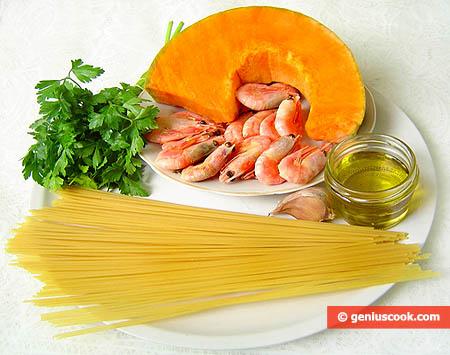 Ingredienti per gli Spaghetti con salsa di zucca e gamberi