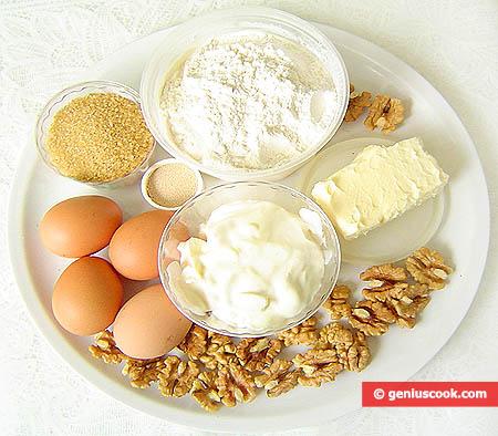 Ingredienti per o strudel di pandolce alle noci e fragole