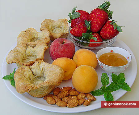 Ingredienti per i canestrelli di pasta sfoglia alla frutta