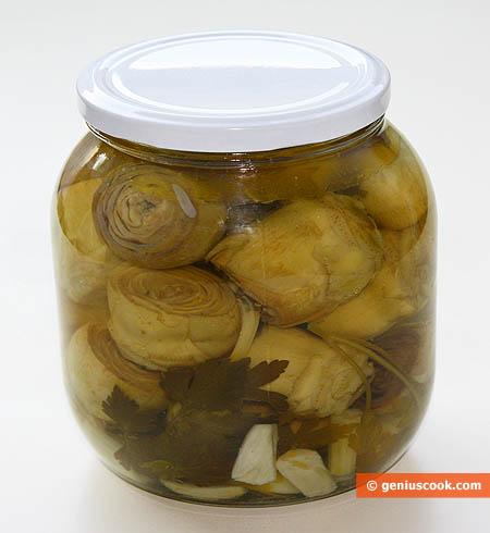 Carciofi marinati, conservati in barattolo