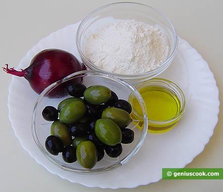 Ingredienti per il pane alle olive e cipolle rosse
