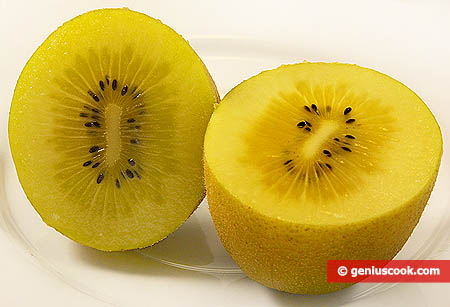 la polpa, all'interno, del kiwi giallo