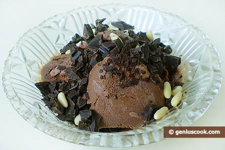 coppa di gelato al cioccolato