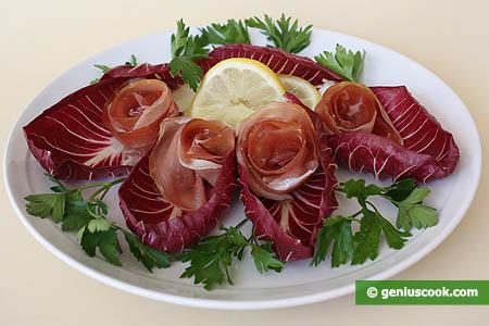 """Закуска с итальянским салатом радиккьо и ветчиной  """"Прошутто """"."""