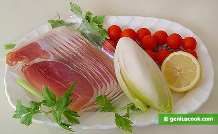 ingredienti per l'antipasto di prosciutto crudo con indivia belga