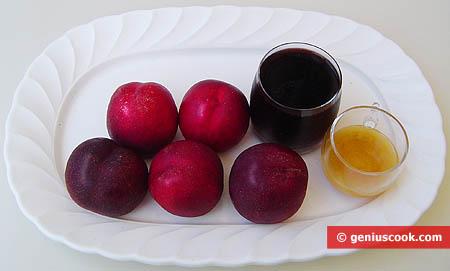 ingredienti per le pesche nettarine al vino rosso