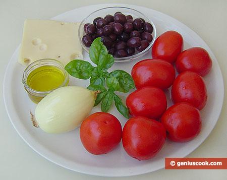 ingredienti per l'Insalata di pomodori e olive al formaggio