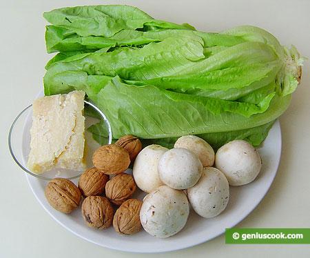 Ingredienti per l'insalata romana con funghi, fromaggio, noci