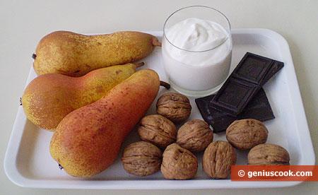 ingredienti per il dessert di Pera, noci e cioccolato
