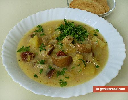 Zuppa di funghi porcini, patate, formaggio