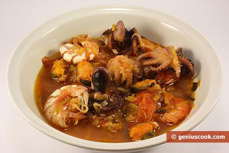 Zuppa di polpi, gamberi, cozze, con porri