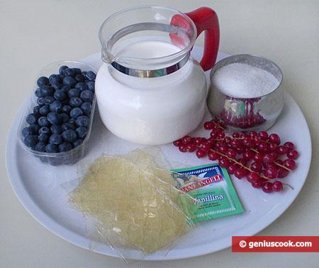 """ingredienti per il dessert con """"Panna e frutti di bosco"""""""