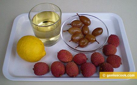 Ingredienti per il cocktail di Martini dry con Litchi