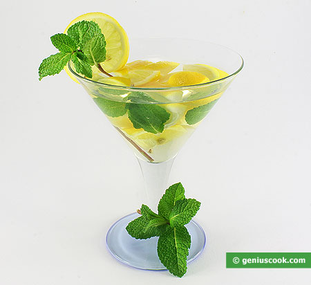 Cocktail di Martini, menta e limone