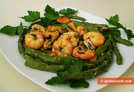 Frittura mediterranea con gamberi, cozze e asparagi