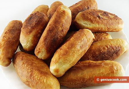 пирожки жареные с мясом на сковороде рецепт с фото
