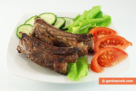 Costine di maiale, marinate, alla griglia