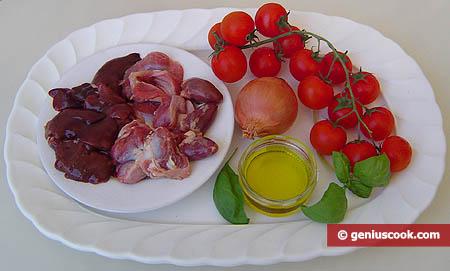 Ingredienti per le frattaglie di pollo in salsa di pomodoro
