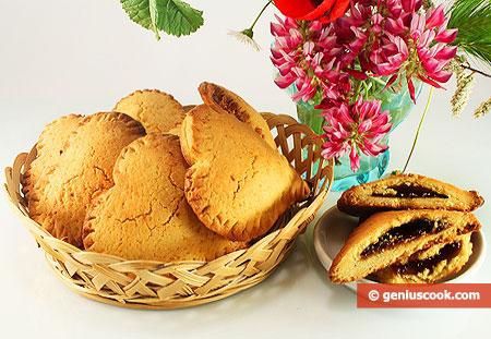 Biscotti, cuori ripieni di marmellata di fragole
