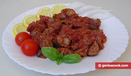 Piatto di frattaglie di pollo in salsa di pomodoro