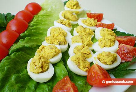 Antipasto di Uova di quaglia e acciughe salate