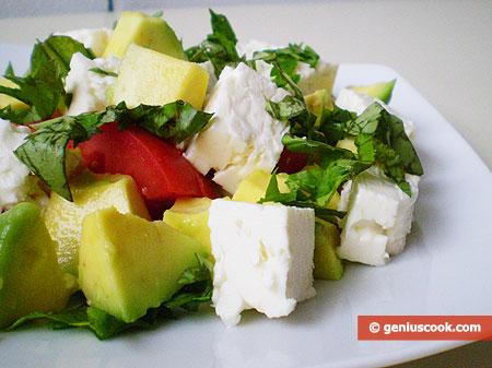 """Insalata di avocado con il formaggio greco """"FETA"""""""