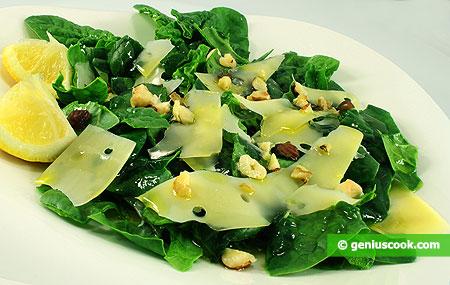 Insalata di spinaci, formaggio e noci