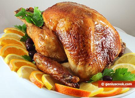 Tacchino di natale al forno piatto di carne - Ringraziamento tacchino al colore ...