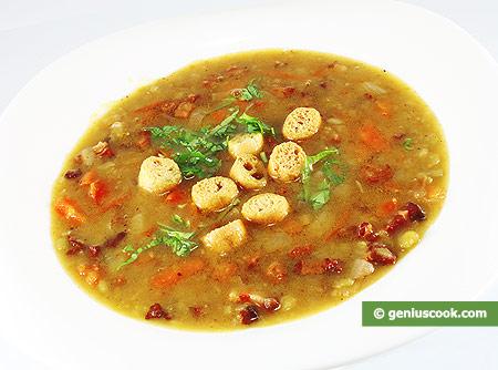 Zuppa di piselli secchi con pancetta affumicata