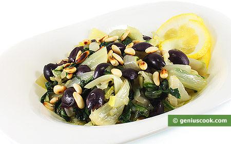 Bietola verde stufata con olive di Gaeta e pinoli