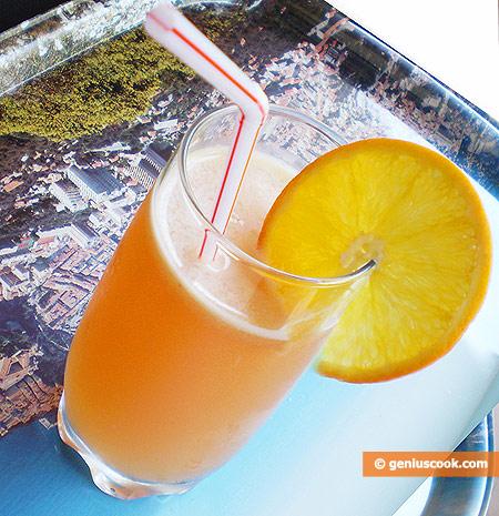 Cocktail di succo di frutta naturale e sciroppo d'acero