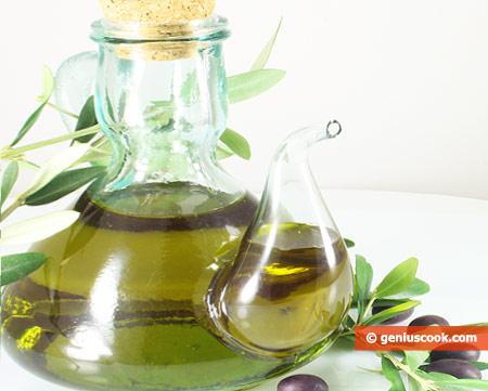 Olio d'oliva extravergine, prodotto principale della Dieta Mediterranea