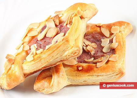 Biscotti di pasta sfoglia con crema ai lamponi
