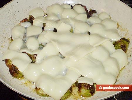 Cavoletti in padella con formaggio