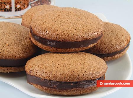 Biscotti di Mandorle al Cioccolato farciti