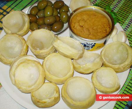ingredienti per i Fondi di carciofi ripieni con tonno e olive