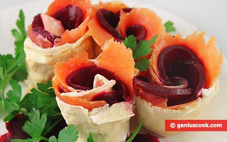 Involtini di pane arabo sottile con salmone affumicato