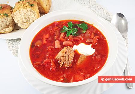 Borsch, minestra con fagioli e costine di maiale