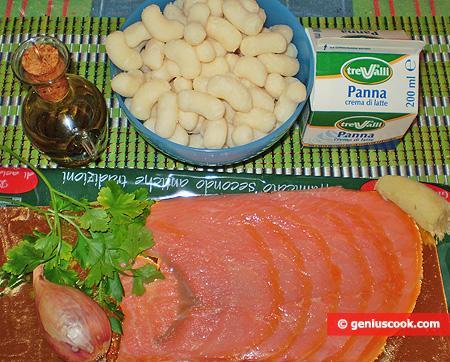 Ingredienti per gli Gnocchi di patate in salsa di panna e salmone