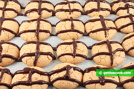 Biscotti di nocciole e glassa di cioccolato