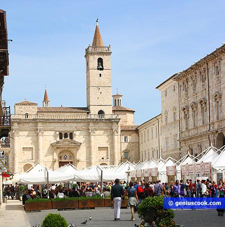 piazza Arringo Cattedrale di S. Emidio