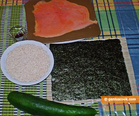 Ingredienti per il Sushi al salmone affumicato
