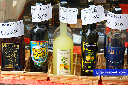 Liquori locali con prodotti naturali