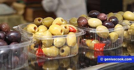 Olive snocciolate e con peperoncino