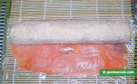 aggiunta del salmone affumicato