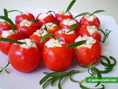 Pomodori ciliegine, Pachino, ripieni di mozzarella e acciughe