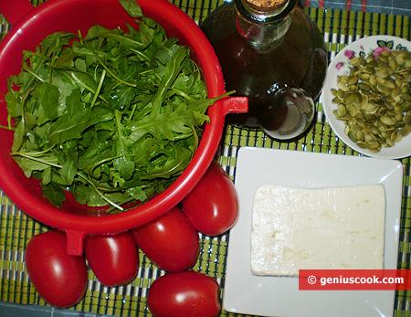 Ingredienti per l'Insalata di Rucola con Formaggio di Capra e Pomodoro