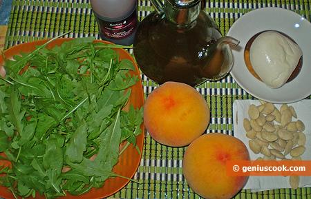 Ingredienti per l'Insalata di Rucola, Pesche e Mozzarella